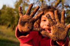 Грязные руки и глисты у ребенка