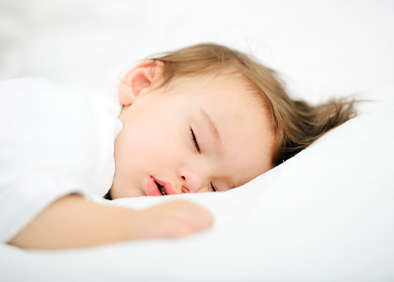 Ребенок скрипит зубами во сне: глисты ли это? И какие есть еще причины